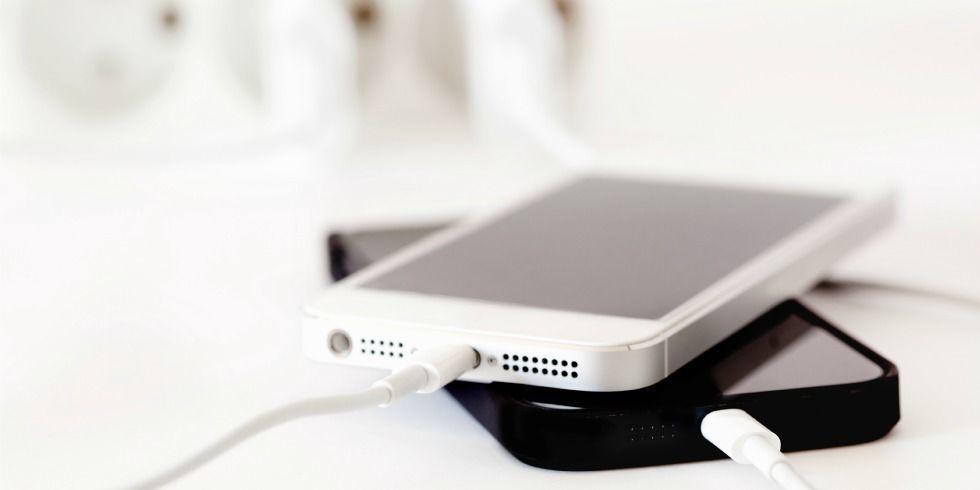 gallery-1433787353-iphonescharging